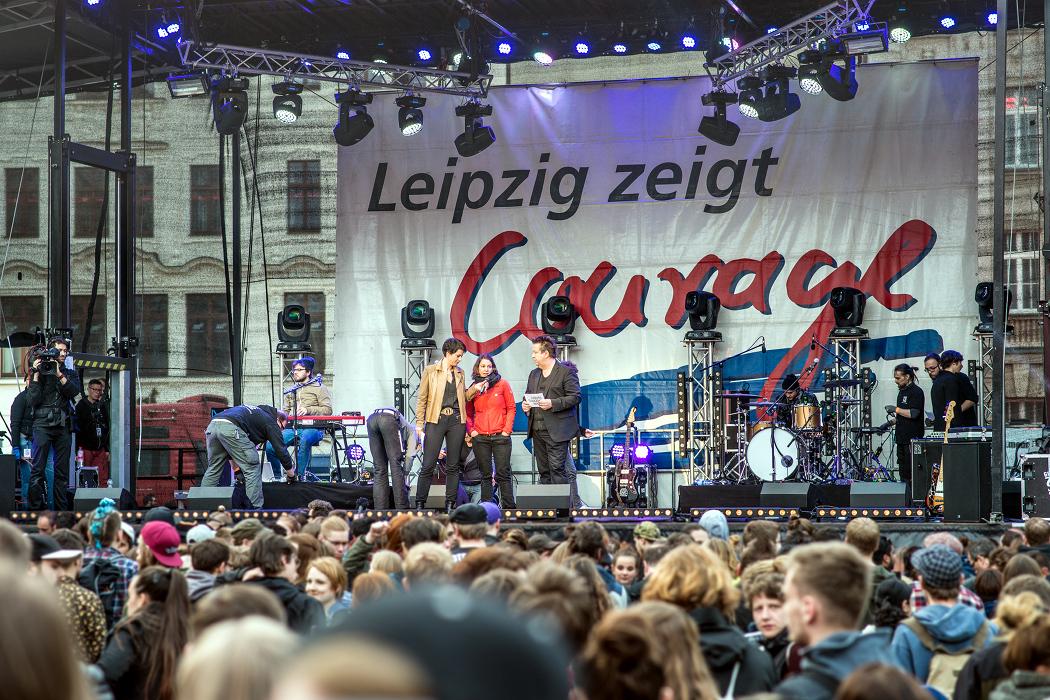 Christin Melcher auf der Bühne des Courage-Konzertes 2016 in Leipzig